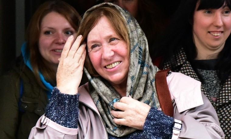 Nobel de Literatura premia la obra polifónica de la bielorrusa Svetlana Alexievich