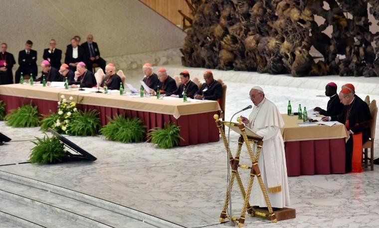 El papa Francisco espera avances en el sínodo pese a la presión de conservadores