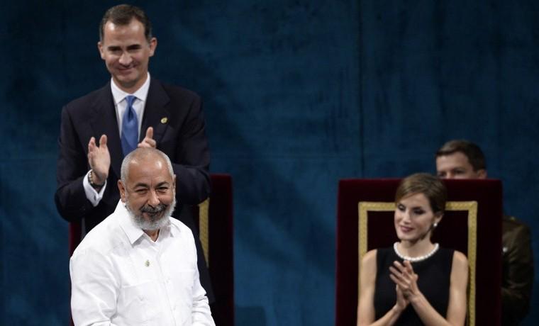Leonardo Padura reivindica Cuba y el español al recoger el Princesa de Asturias