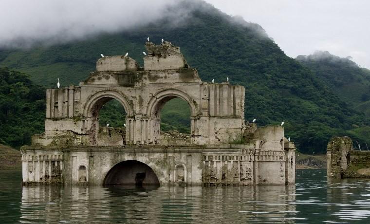 Santiago Apóstol, Iglesia del siglo XVI sumergida, reaparece a causa de la sequía