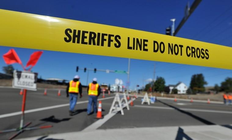 La policía prohíbe el acceso al Umpqua Community College, en Roseburg, Oregon, octubre 3, 2015. AFP PHOTO/JOSH EDELSON