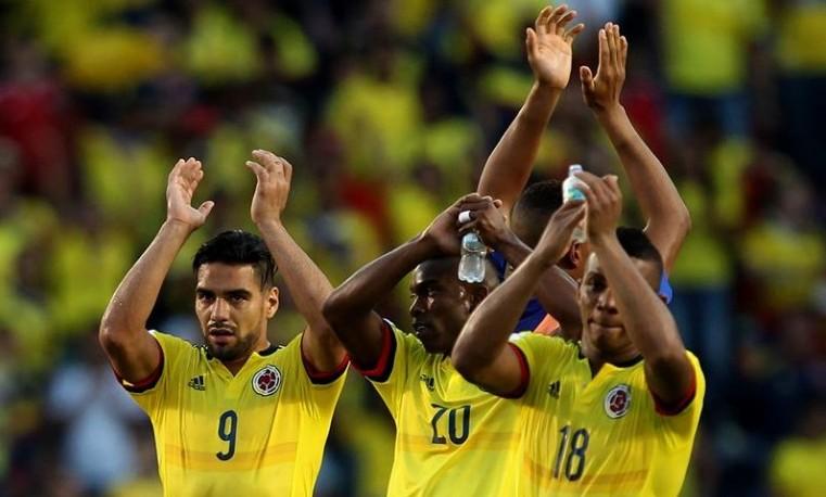 Colombia logró un difícil triunfo 2-0 ante Perú en inicio del premundial