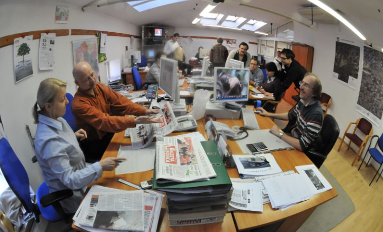 Diarios ya no son el elemento central para formar opinión pública: Juan Luis Cebrián