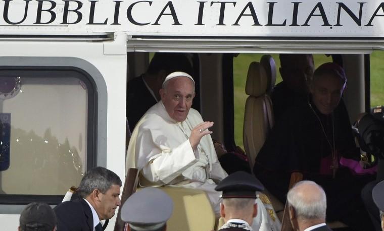 Papa invita a la Iglesia a no obsesionarse por el poder y el dinero