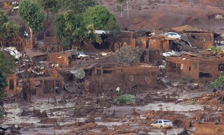 Deslave con desechos mineros en Brasil provoca daño ambiental enorme
