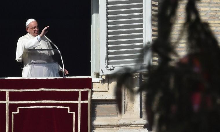 El papa defiende los procesos de paz y a los migrantes en su mensaje de Navidad