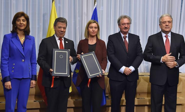 Santos firmó exención de visado para viajar a 26 países de la Unión Europea
