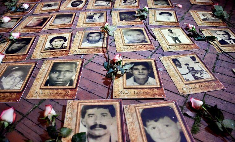 Fotos de personas desaparecidas durante el conflicto con la guerrilla. AFP PHOTO / GUILLERMO LEGARIA