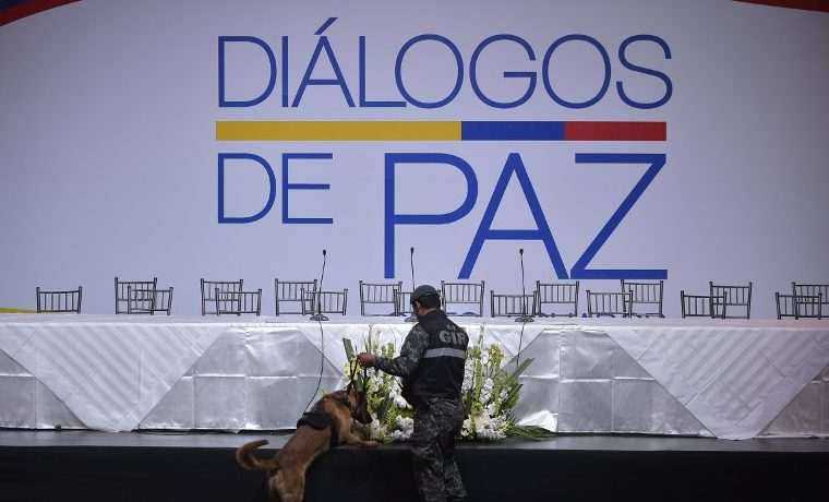 """ELN califica de """"fracaso rotundo"""" pacto de paz con FARC en Colombia"""