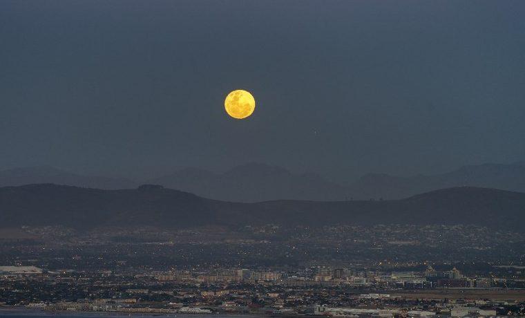 Un estudio contradice la principal teoría de la formación de la Luna