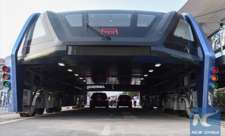 El nuevo autobús chino tiene espacio para dos carriles debajo de la cabina de pasajeros. CII