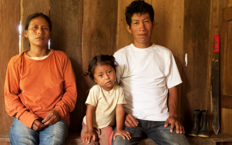 ¿Cómo influye la pobreza en la crianza?