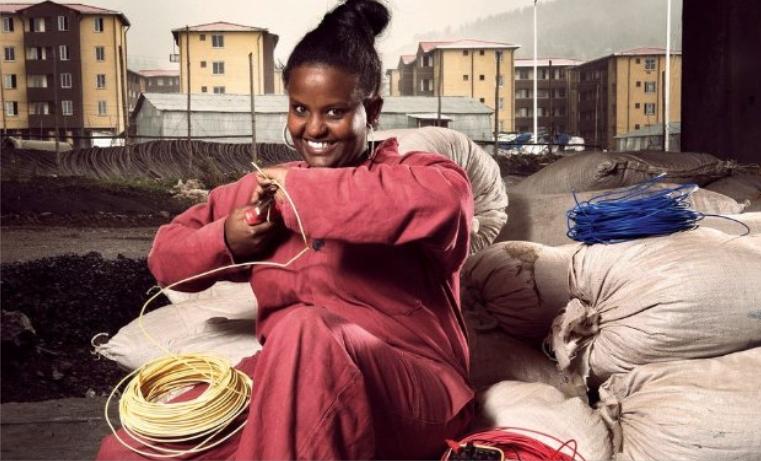 Subsanar la brecha financiera entre mujeres y hombres