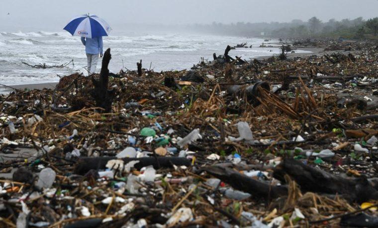 """Isla de basura"" en Caribe hondureño, testimonio de catástrofe ambiental"