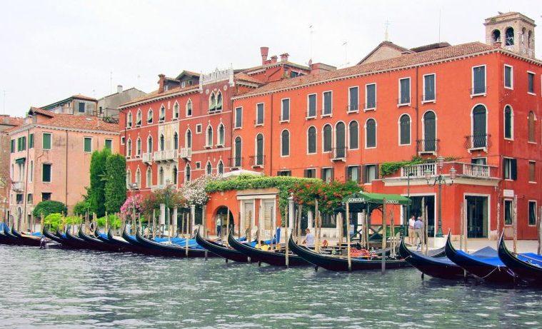 """El """"turismo excesivo"""" preocupa y el sector propone soluciones"""