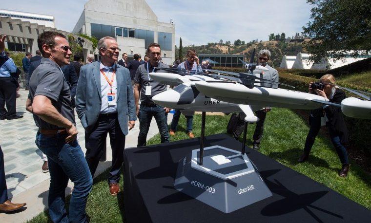 Uber da una muestra de sus futuristas taxis voladores