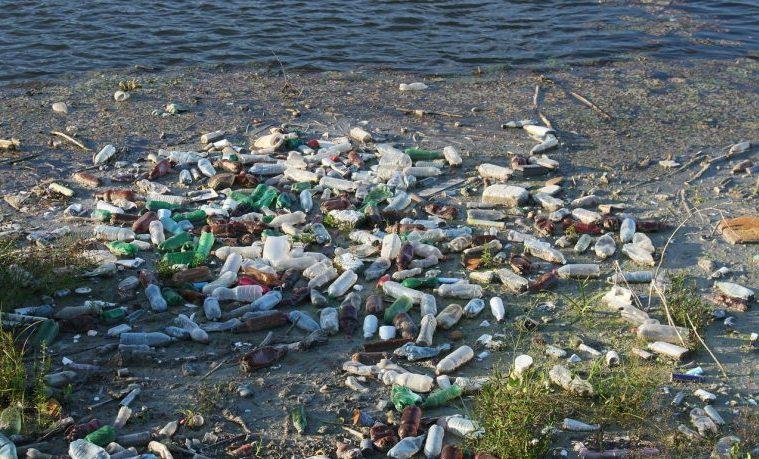 El papa Francisco pide defender los océanos ante la amenaza de los plásticos