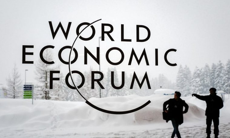 En Davos, la élite se preocupa por el clima pero viaja en jet privado