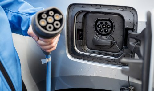 Conversión a coches eléctricos: La industria británica del automóvil pisa el acelerador