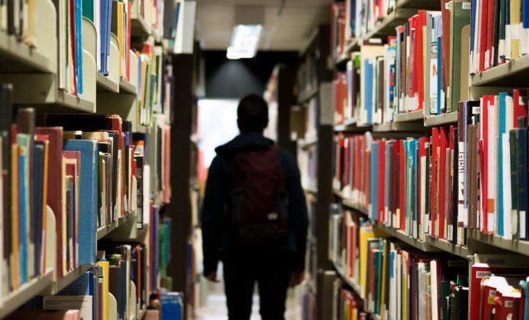 7 veces menos probabilidades de terminar la escuela secundaria