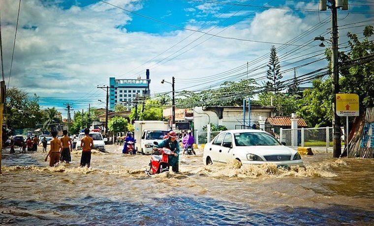 Expansión de áreas pavimentadas tiene un efecto descomunal en inundaciones urbanas