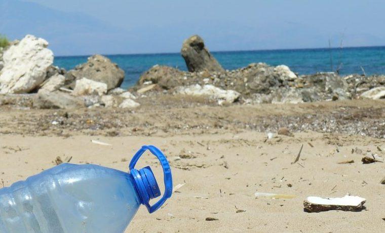 Lucha frontal contra una marea de plásticos marinos a medida que la COVID-19 (coronavirus) agrava el problema